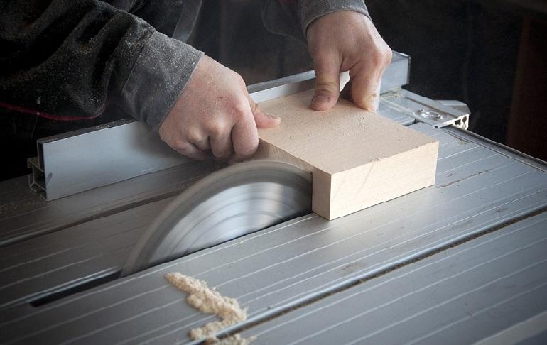 Как выбрать бытовой распиловочный станок для домашней мастерской