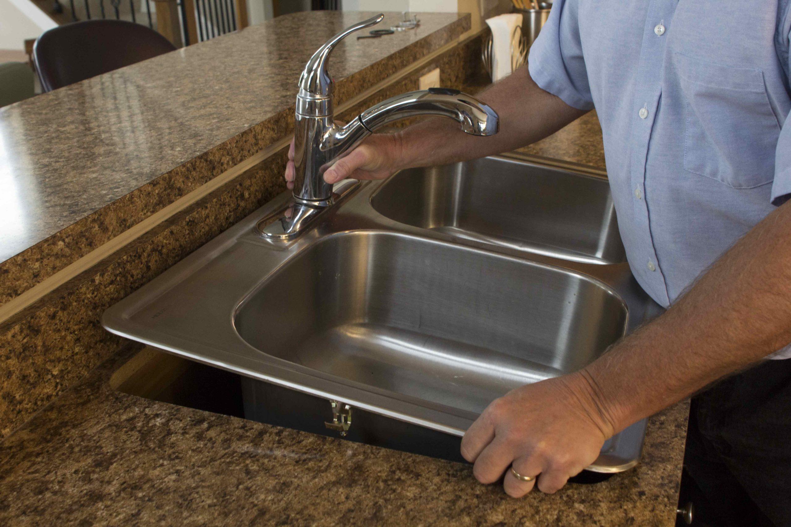 Как установить мойку на кухне своими руками